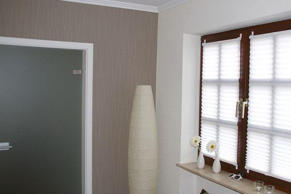 blickdichtes plissee im badezimmer. Black Bedroom Furniture Sets. Home Design Ideas